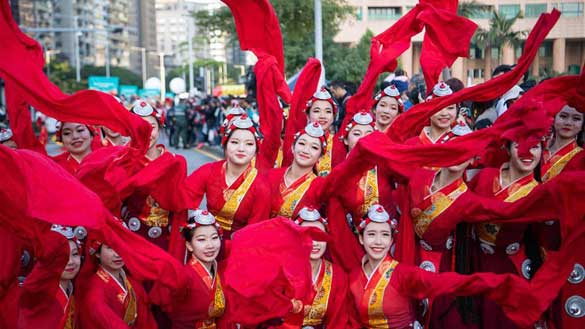 Parade held to celebrate 20th anniversary of Macao's return to motherland