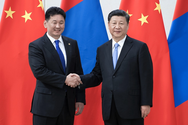 習近平會見蒙古國總理呼日勒蘇赫