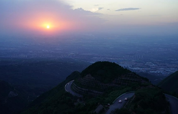 Sunset scenery of Lishan Mountain in Xi'an, NW China's Shaanxi