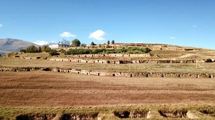 航拍川西高原上的十八軍窯洞群遺址