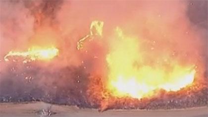 美國加州南部山火仍失控 8000居民被迫撤離