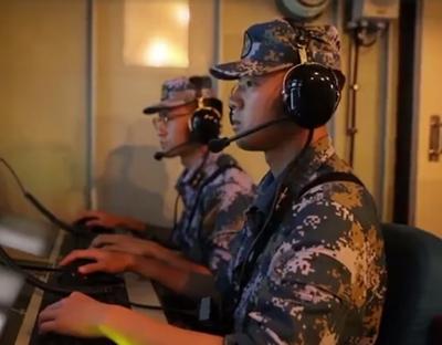 中國海軍信陽艦組織艦機協同反潛訓練