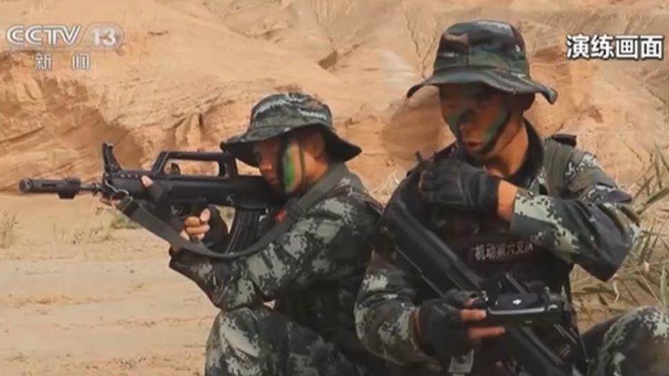 新疆:戈壁荒漠 特戰隊員實戰對抗